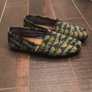 Toms Black slip-ons Size 11